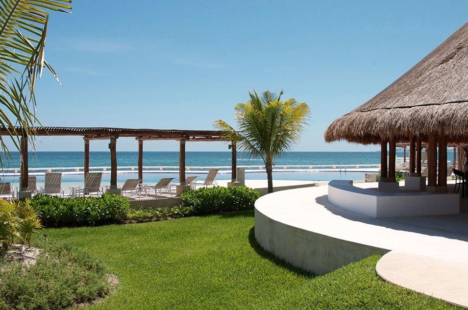 Beachfront Cancun Condo, Puerta del Mar