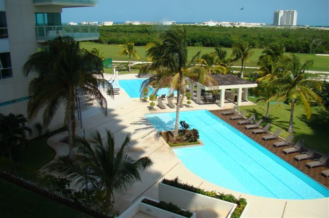 Executive Golf Course Condo, Cancun Towers, 14 Day Minimum