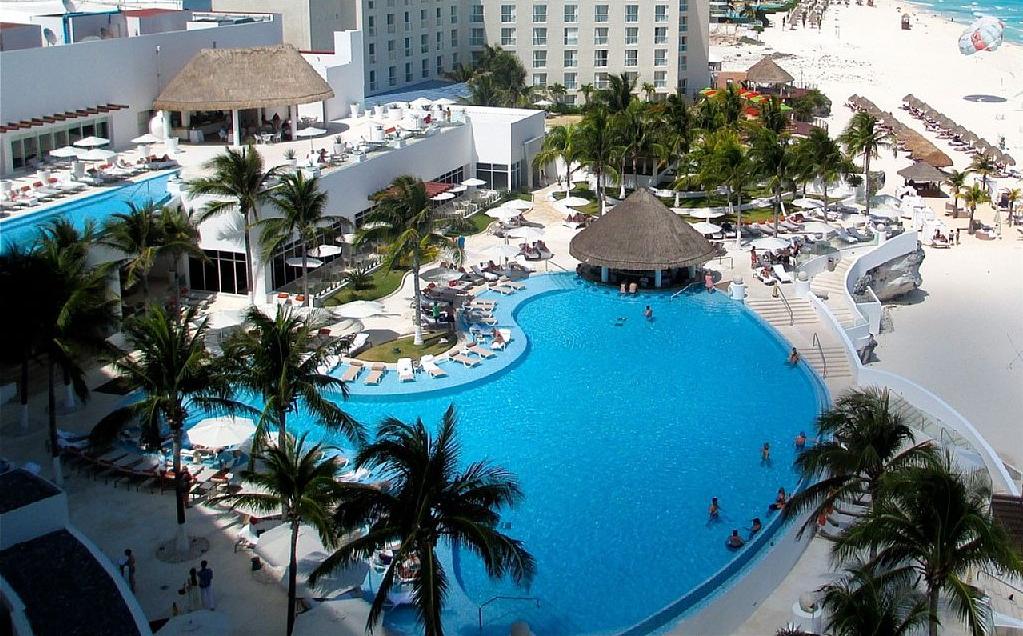 All-Inclusive Le Blanc Spa Resort