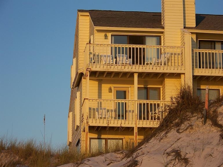 Amelia By The Sea, Oceanfront Sea Cliffs Townhome
